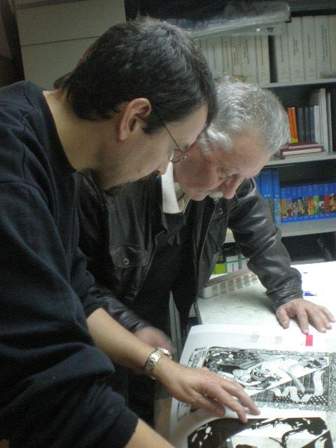 Nazario y José Mª seleccionando los colores para realizar la reproducción en serigrafía de sus ilustraciones